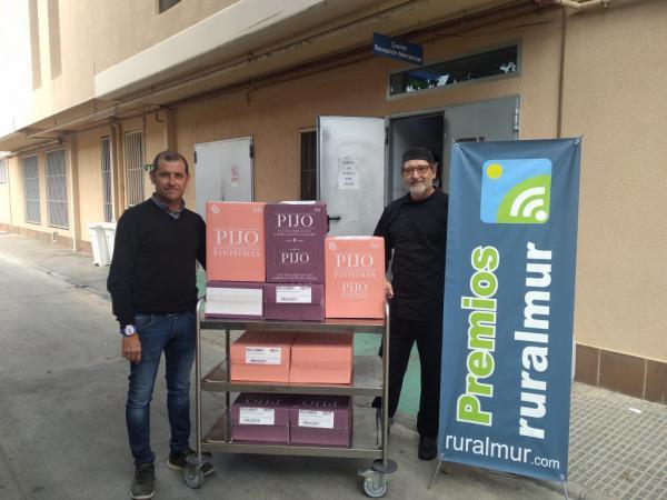 """La Asociación Ruralmur y Patatas """"Pijo"""" donan un lote de alimentos a la Fundación Jesús Abandonado de Murcia"""